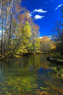 大兴安岭金秋彩林之河