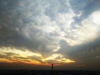 霞光天空信号塔