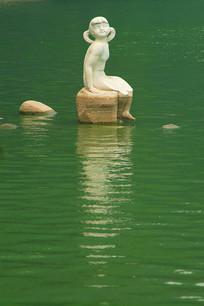 北京玉渊潭公园的小女孩塑像