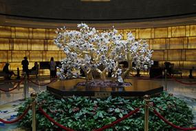 宾馆大堂玉雕桃花