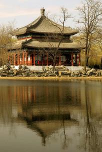 北京圆明园鉴碧亭及湖面倒影