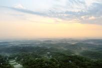 晨雾满山飘