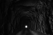 山洞口的光芒