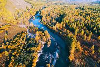 航拍秋季密林河湾风景