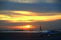 香港赤鱲角国际机场的傍晚