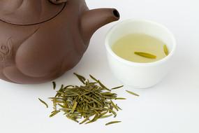 用紫砂壶冲泡的陇南龙井茶绿茶