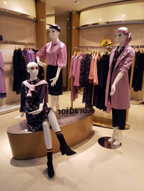 服装店里的模特道具