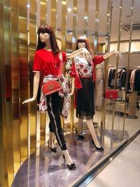 女式服装店里的仿真模特