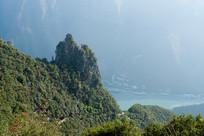 绿色苍翠的巫山神女峰