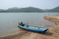 沙堆梅阁水库与小船