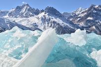 蓝色冰川雪山风光