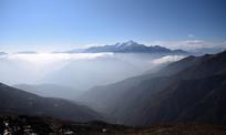 布瓦寨后山遥望小雪隆包雪山
