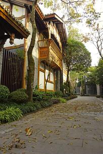 成都博客小镇中式建筑及落叶