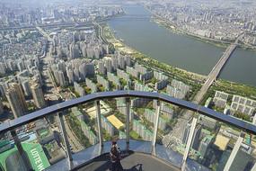 韩国乐天世界大厦瞭望台及游客
