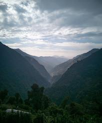 山脉峡谷森林