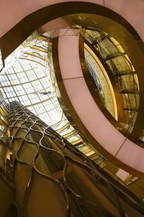室内弧形楼梯空间及采光设计