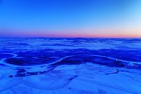 雪域雪原河湾暮色