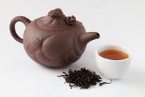 用紫砂壶冲泡的野茶