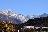 蓝天雪山风景
