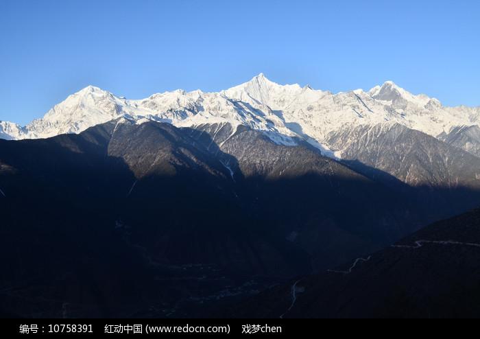 连绵雪山风景图片