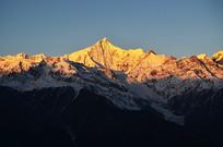 日照梅里雪山风景图片