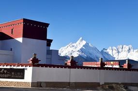 雪山藏区建筑图片