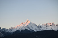 雪山日出风景
