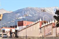 雪山下的小镇
