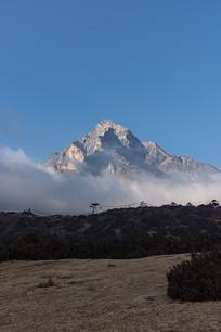 云中的高山
