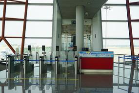北京首都国际机场登机口柜台