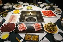 成都火锅餐厅餐桌及菜品