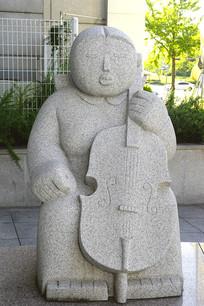韩国水原大提琴演奏人物雕塑