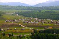 辽阔的新疆喀纳斯禾木小木屋摄影图片