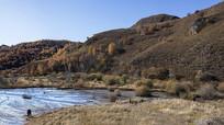 秋季坝上草原山脉河流