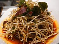 一盘四川特色的折耳根凉拌菜