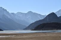 高山湖泊风景