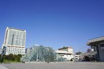 城市金字塔造型玻璃采光顶