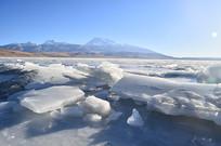 阿里高原冰川湖泊风景