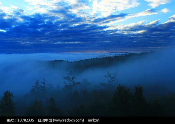大兴安岭山林云海 图片