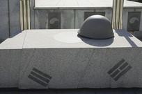 韩国水原显忠塔头盔雕塑