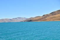 深蓝的羊卓雍错湖泊