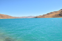 水绿的羊湖风景