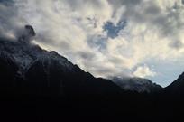 白云雪山山峰