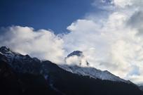 高耸的雪山