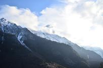 蓝天白云雪山风景