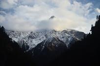 美丽的雪山云朵
