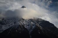 雪山云朵风光