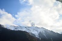 雪山云朵风景