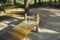韩国公园仰卧起坐器材