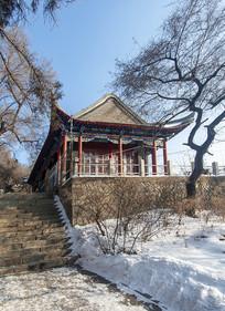 北山寺庙雪景